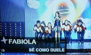 "Fabiola interpretò ""Sè como duele""."