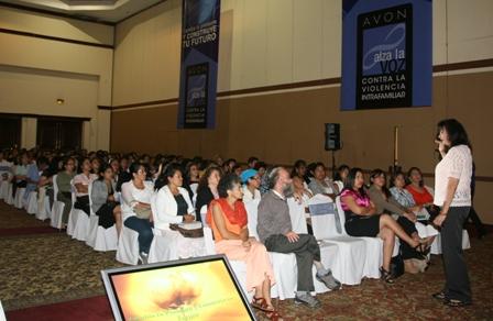 Las asistentes convivieron durante una conferencia con Vivan Solís e Iradia Abreu.