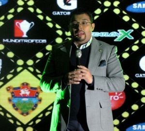 José Alejandro Martínez, del comité organizador de la 10K Nocturna, durante la conferencia de prensa que anunció oficialmente el evento.  Fotografía: Robin Martínez/CGN
