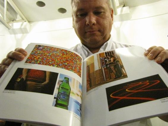 El libro contiene las mejores imágenes del año 2013, obras captadas por los lentes de cuarenta fotógrafos del Club Fotográfico de Guatemala.  Fotografía: Robin Martínez/CGN