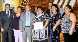 Familiares de Doña Mela  asistieron a recibir el Galardón.
