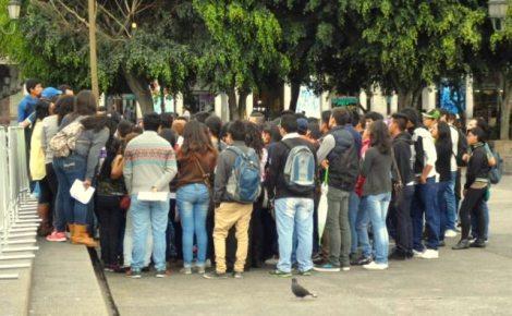 FUENTE DE TRABAJO. El Festival Navideño será una fuente de trabajo temporal para decenas de jóvenes que laborarán en los disitntos kioskos y puntos claves durante las actividades.